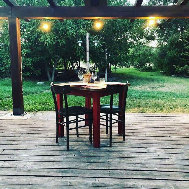 Benvenuta primavera… al via i tavoli sotto al portico!